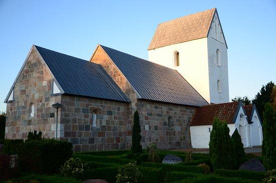 Videbaek, Danemark: Koret er bygget lige efter 1100. Skibet i 1200-årene. Tårn og våbenhus omkring 1450