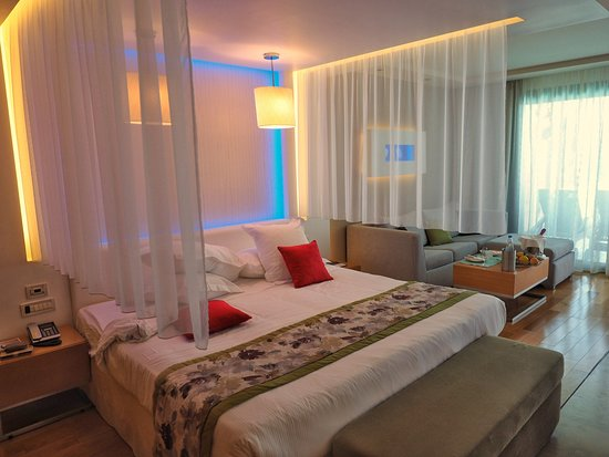 Amathus Elite Suites: Zimmer2