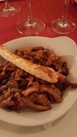 Founex, Switzerland: Chanterelles persillées