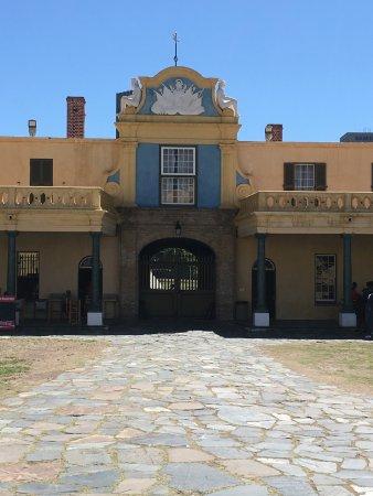 Ciudad del Cabo Central, Sudáfrica: decorative gable above the entrance