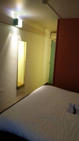 Meudon-la-Foret, Francia: Sehr kleines Zimmer