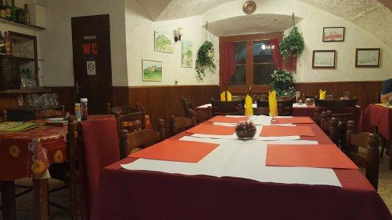 Cervione, France: La salle intérieure