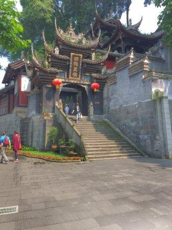 Dujiangyan, Κίνα: Pagoda across the bridge