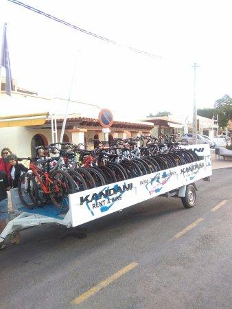Kandani: Consegna in hotel di 22 bici + accessori