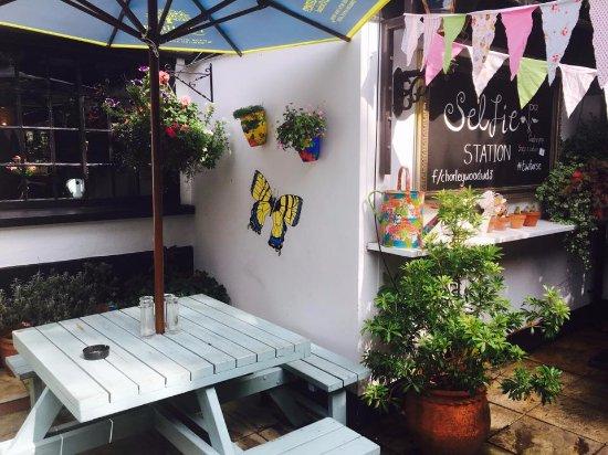 Chorleywood, UK: Our courtyard garden