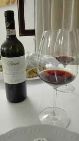 Serralunga d'Alba, Italy: il loro Barolo base un blend 2012 molto piacevole