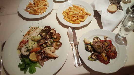 Hotel Milan: Seafood, roast vegetables, chips