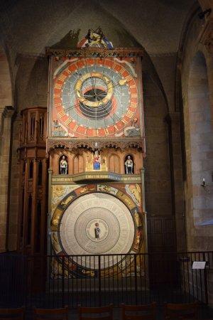 Lund, İsveç: Uhr in der Kirche