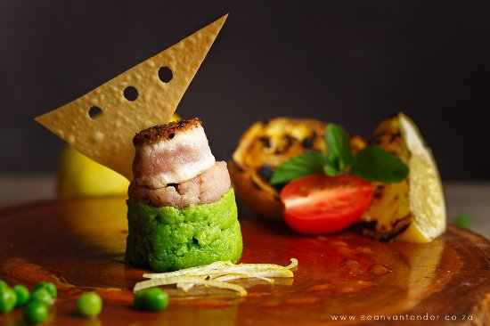 Margate, South Africa: Pinchos! Seard tuna and tuna tatar with mint and peas mash
