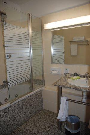 Amelie-les-Bains-Palalda, Francia: la salle de bains par contre était nickel.