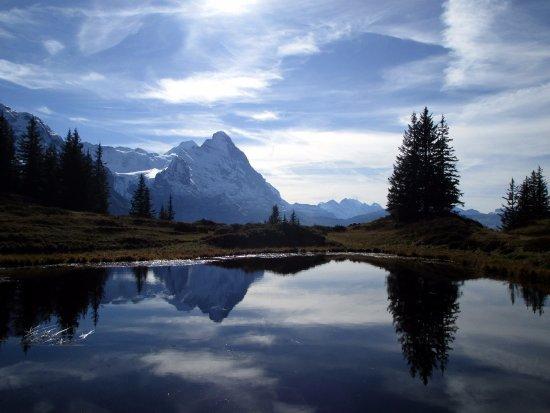 Grindelwald, Svájc: Beim Abstieg von der Grossen Scheidegg kommt man an den Ant-Seelein vorbei, in denen sich der Ei