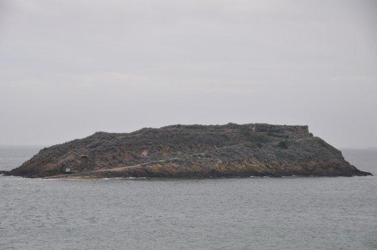 Saint-Malo, Fransa: 城壁からグラン・ベ島を望む