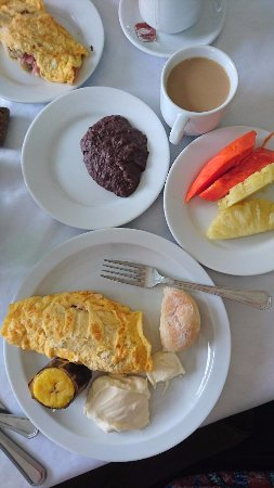 Jardines del Lago: Traditional breakfast plus omelet