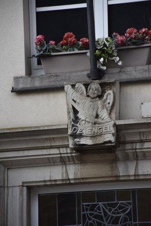 Tervuren, Belgia: De Engel waakt over je boven de duer  je als je er binen gaat