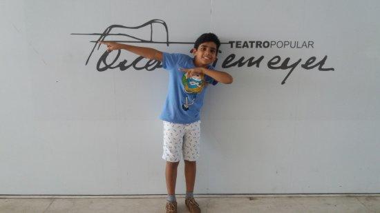 Teatro Popular Oscar Niemeyer: Entrada do teatro