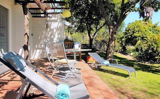 Southern Cross Guesthouse: Zebra Garden Suite, Terrace & Garden