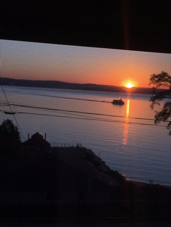 Haverstraw, Nowy Jork: Sunrise with ferry out our window