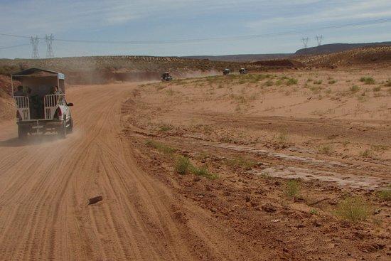 Antelope Canyon Navajo Tours - Day Tours: convoy