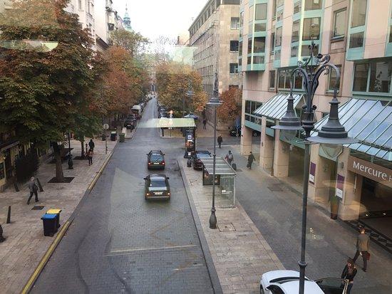 Mercure Budapest Korona Hotel: вид из ресторана (завтрак)