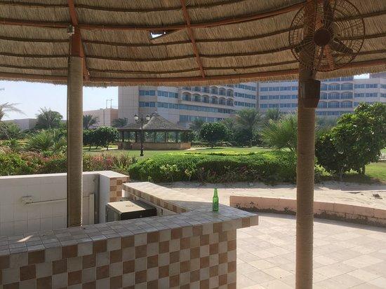 Jebel Dhanna, ОАЭ: Beachbar - laut Begrüßungsschreiben von 12 bis 18 Uhr geöffnet :-(