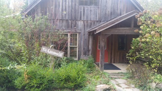 Robinwood Inn: The Greenhouse Flat
