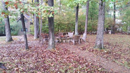 Robinwood Inn: Fire Pit Area