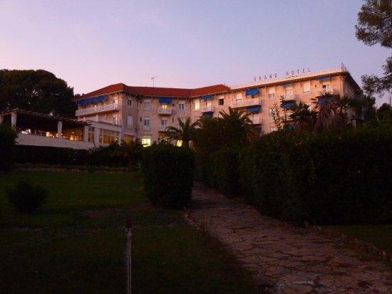 Grand Hotel Les Lecques : Grand Hôtel Les Lecques_St Cyr s/Mer_L'hôtel et son parc