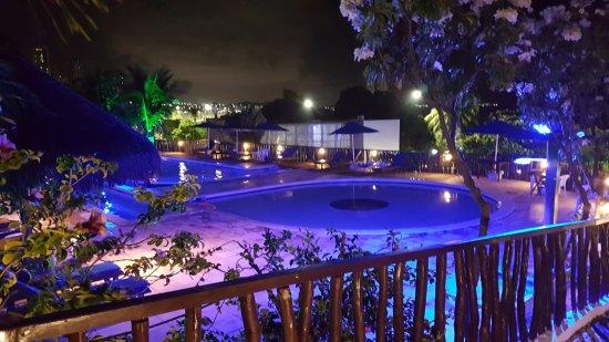 D Beach Resort: Espectacular la zona de piletas, excelente iluminación nocturna