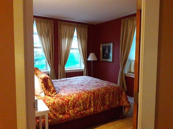 Yellow Farmhouse Inn Image