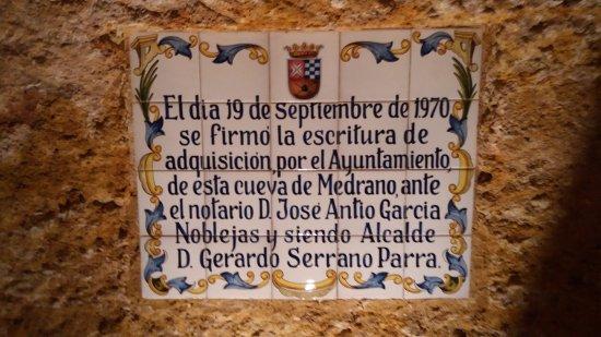 Argamasilla de Alba, Espanha: Referencia a la adquisición de la cueva por el ayto.