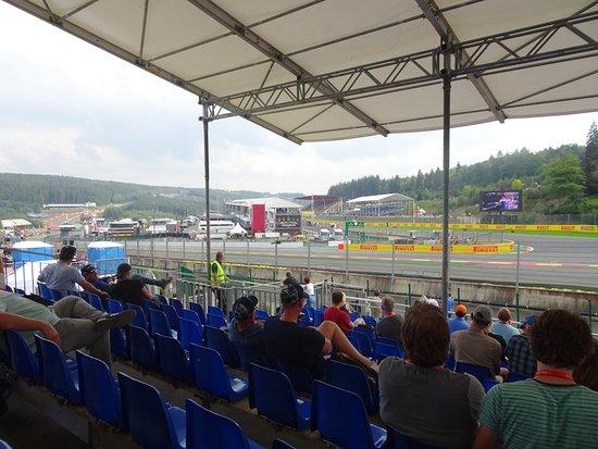 Circuit de Spa-Francorchamps : Vue virage de la Source et montée Raidillon