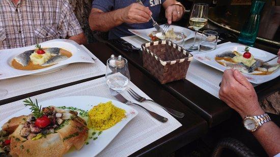 Marignane, Prancis: 3 plats poissons et 1 poulpe et seiche