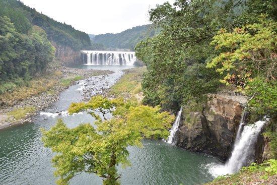 Chinda Fall: 沈堕の滝:全景
