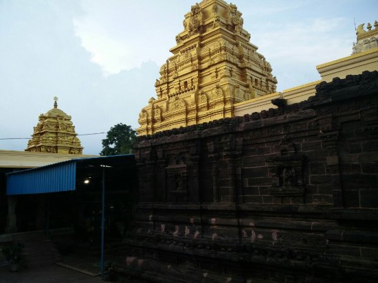 Kakinada, India: Very old temple