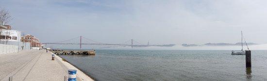 Vasco da Gama Bridge : Le pont dans le brouillard