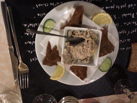 Saint-Gildas-de-Rhuys, France : Les rillettes de sardines et leurs chips de galettes de sarrasin