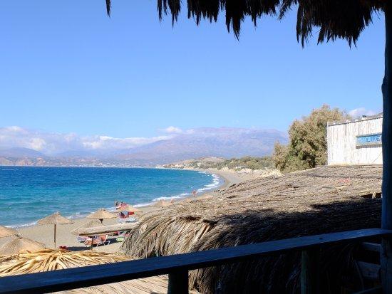 Pitsidia, Greece: vista da un terrazzamento della taverna