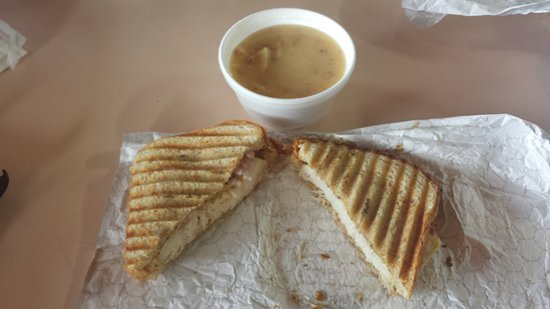Madison, Вирджиния: Potato Ham Soup and a Cheese and Ham Panini