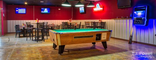 Twinsburg, OH: Pool table.