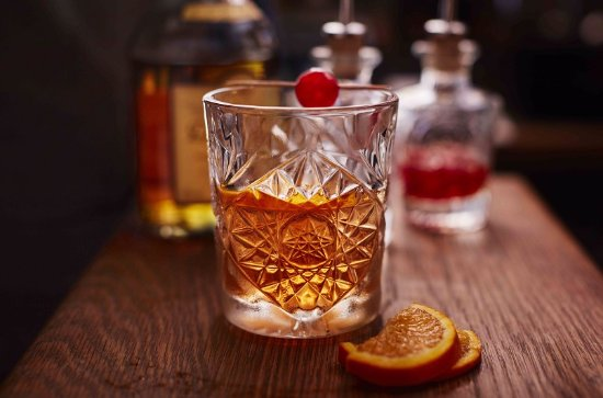 Clearwell, UK: Tudor Farmhouse Old Fashioned