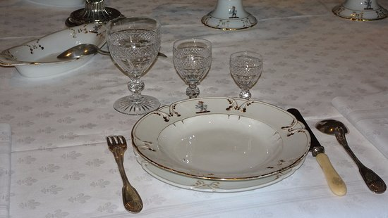 Azay-le-Rideau, فرنسا: Place setting in dining room