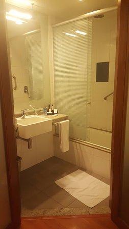 Novotel Lima: La habitación tenía el WC separado del baño, en pieza aparte. Muy cómodo.