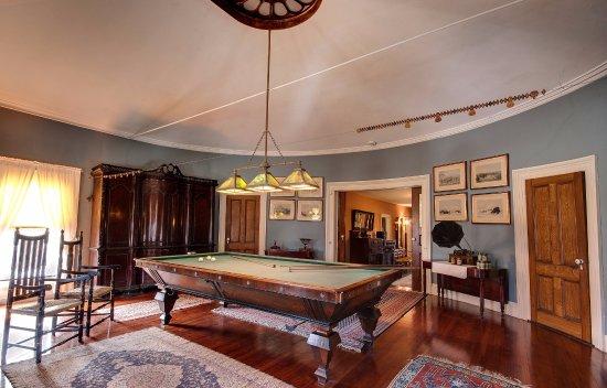 โพห์คีปซี, นิวยอร์ก: On the mansion's second floor, Locust Grove's Billiards Room looks like it's ready for a party.