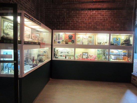 Savannah Visitors Center : Display of historical memorabilia at the cafe