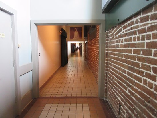 Savannah Visitors Center : Hall way to the History Museum