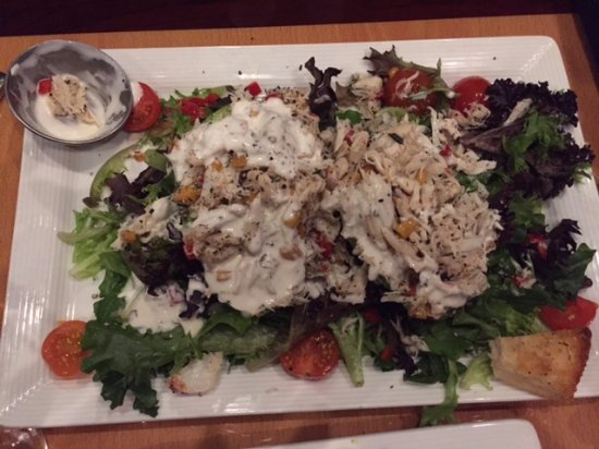 Weatherford, TX: The crab and avocado salad is HUGE!