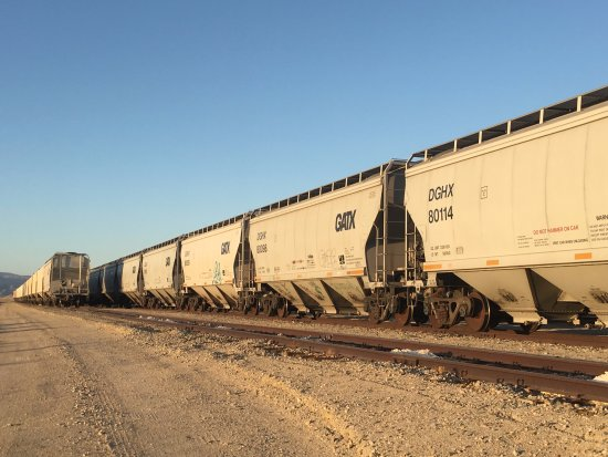 Trona, CA: Abandoned freight cars