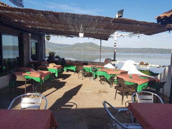 Terrazza sul lago di Vico - Picture of Ristorante L\'Ultima Spiaggia ...