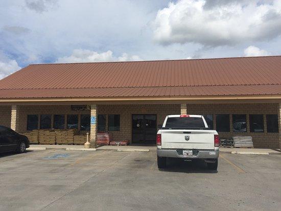 San Diego, TX: Luchazie General Store & Restaurant