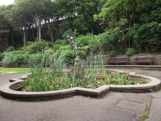 South Cliff Italian Gardens: Winged Mercury - Messenger of the Gods